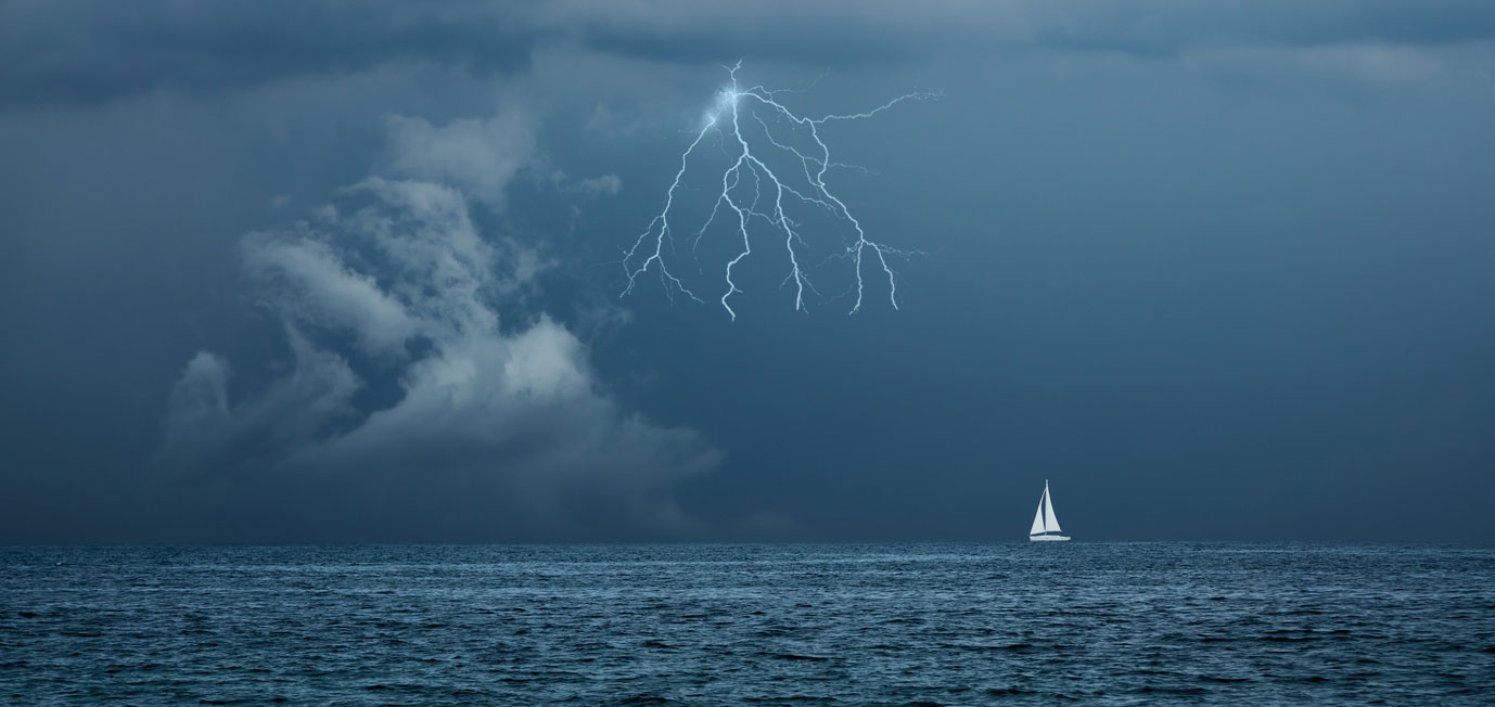 Gewitter auf See © Maryia Bahutskaya, Fotolia.com
